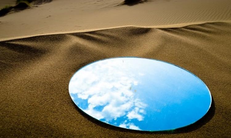 بالصور ..  إندماج السماء مع الصحراء  .. إزاى؟!