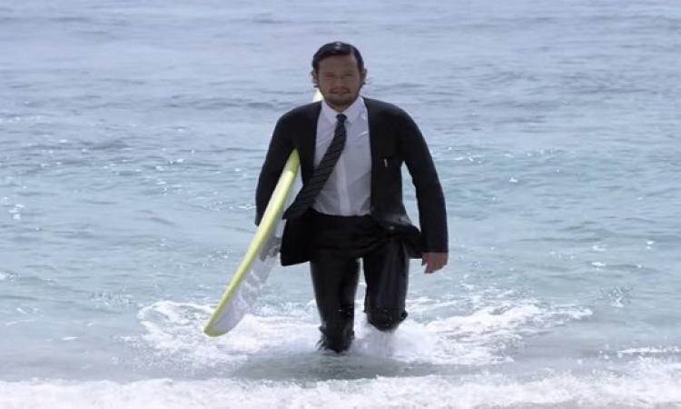 بالفيديو .. اليابان تبتكر بدلة «فورمال» للسباحة .. الروقان كله !!