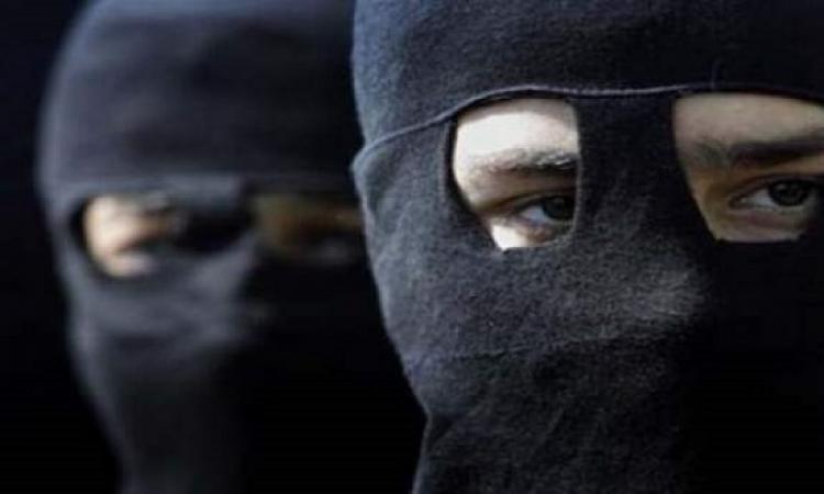 مسلحون يختطفون 3 أشخاص وسيارتين بشمال سيناء