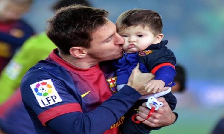 بالصور .. نجوم برشلونة مع أطفالهم