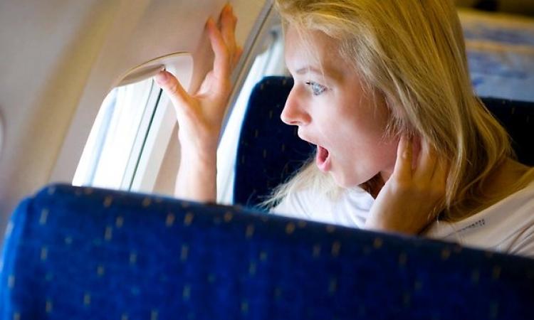 بالفيديو.. تجبر الطائرة على تغيير مسارها.. جبروت امرأة