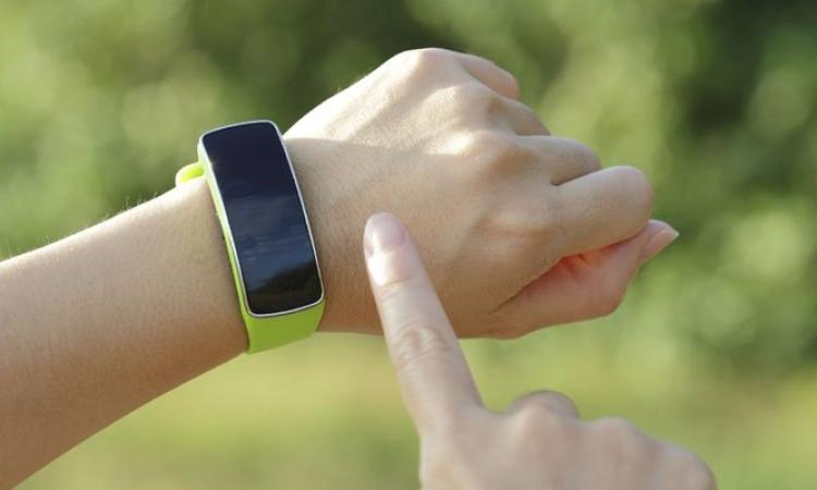 جديد التكنولوجيا.. جهاز يحميك من ضربات الشمس