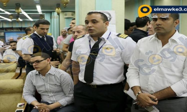 الموقع نيوز ينشر صور وقفة الطيارين قبل استقالتهم الجماعية