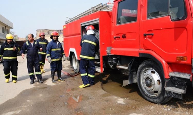 10 سيارات إطفاء تكافح حريقا التهم مخزنا للأوراق بمدينة نصر.. وإنقاذ 4 عمال من الموت