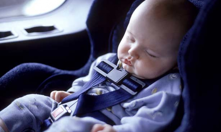 دراسة طبية تحذر من نوم الرضع فى مقاعد السيارة