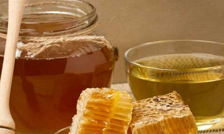 التناول اليومى للمياه بالعسل يقى من أمراض القلب