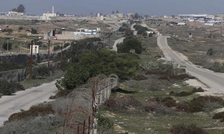القوات المسلحة تحفر خندقا على امتداد حدود غزة لمنع التهريب