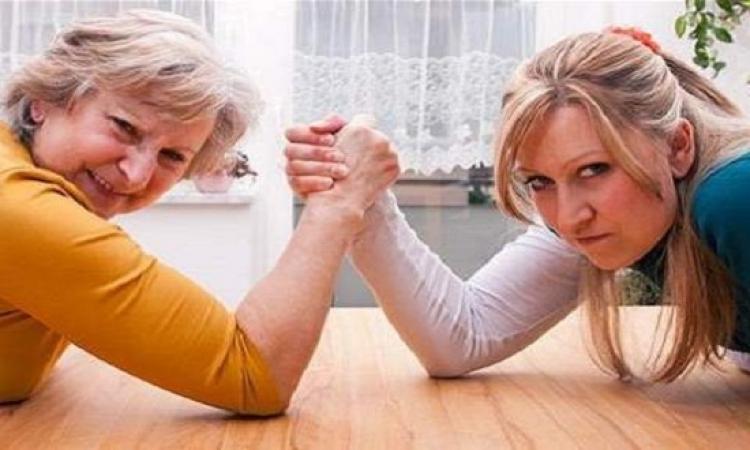 10 أسباب تخلق الخناقات بينك وبين حماتك