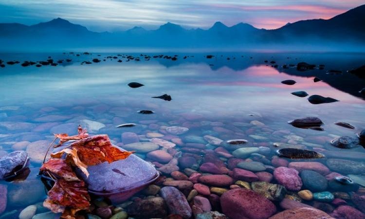 بحيرة ماكدونالد .. سحر الغموض مع جمال الألوان