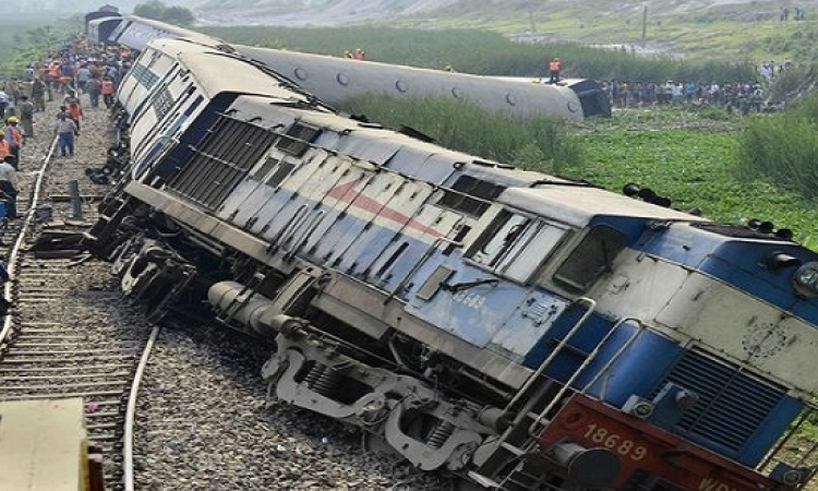 حركة القطارات توقفت بين خط القاهرة وإيتاى البارود بعد حادث قطارى الجيزة