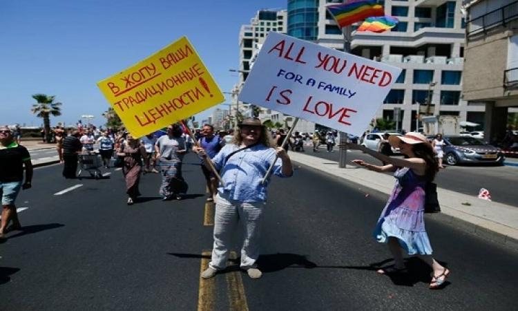 بالصور .. الآف الشواذ يحتفلون فى شوارع إسرائيل باسبوع الفخر