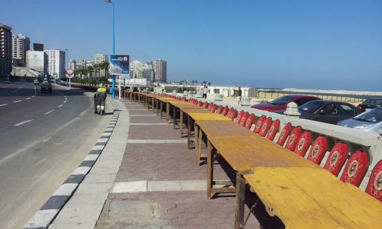 مشاجرات واشتباكات على الوجبات فى اطول مائدة افطار بالاسكندرية