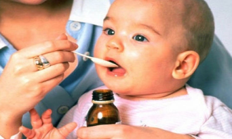 لاتعطى طفلك الدواء بمعلقة الشاى .. فهى تضره للغاية