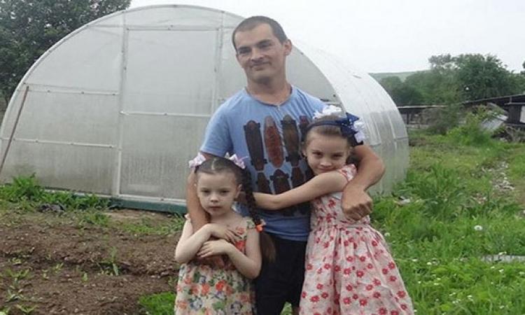 مزارع روسى مصاب بالشلل ولكنه ليس يائسا ولديه القوة والقدرة على النجاح