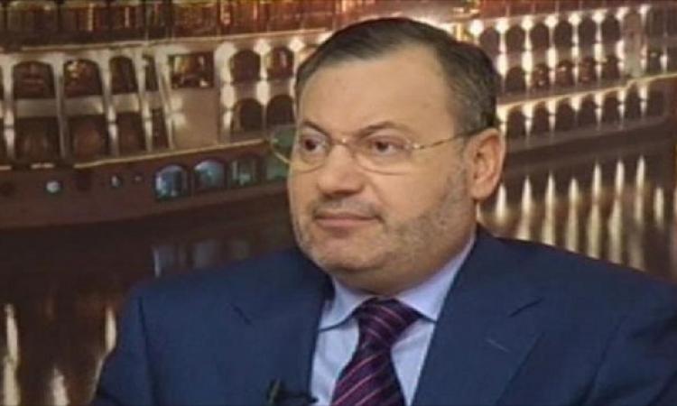 أحمد منصور يهتف متطاولا على الرئيس السيسى والقضاء المصرى فور إطلاق سراحه
