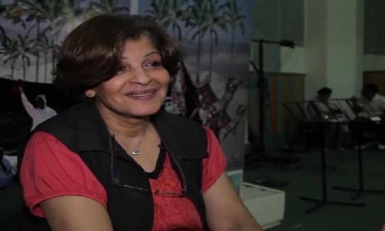 """بالفيديو .. عائشة الكيلانى بعد التعليقات على تغير شكلها : """"هى عملية واحدة فى سنانى"""""""