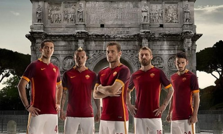 بالصور .. روما يكشف عن قميصه الجديد