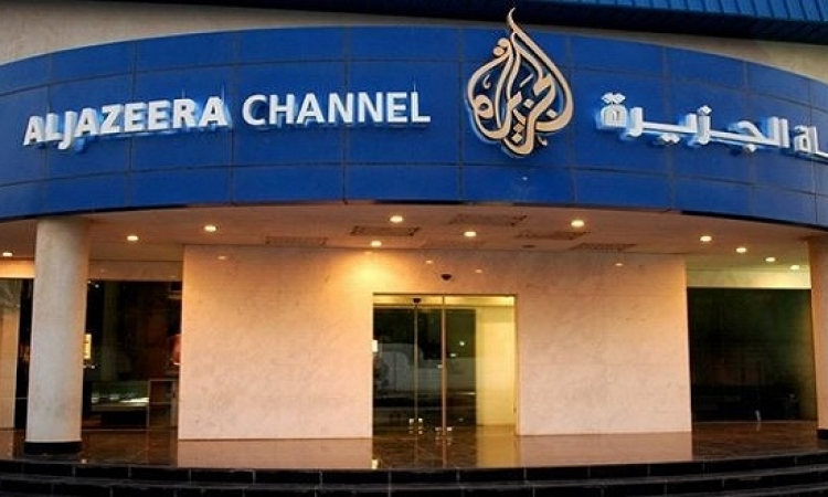 خناقة بين مذيعى ومذيعات الجزيرة حول اللاجئين السوريين وأوروبا.. امنعوا الضحك