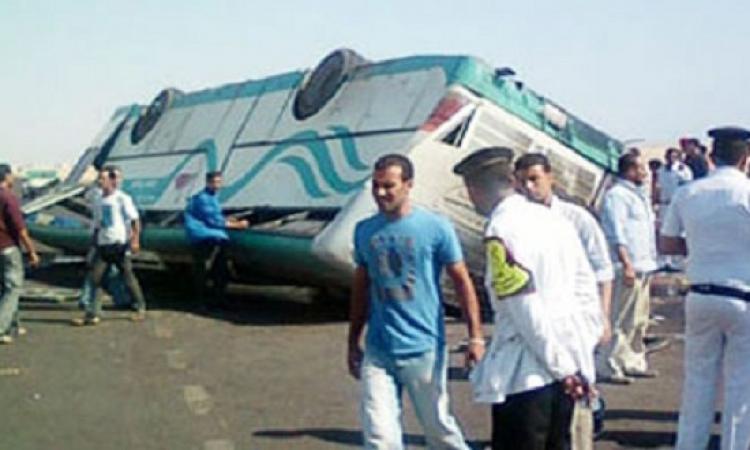 حادث تصادم بين أتوبيس سياحى وسيارة نقل تتسبب فى أصابة 16