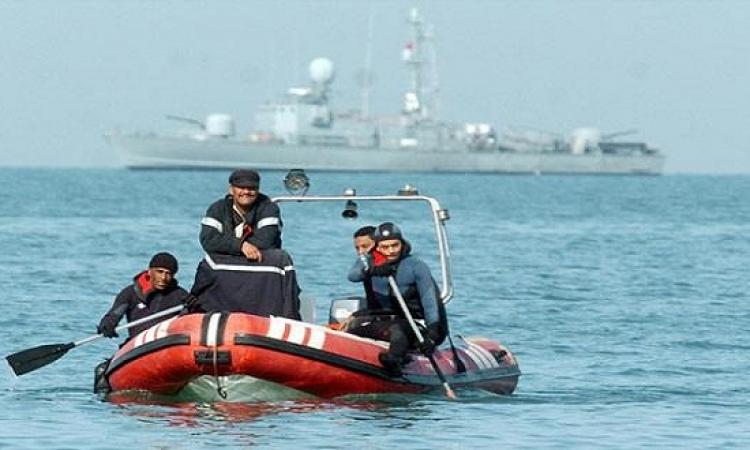 البحرية التونسية تنقذ 9 اشخاص بعد غرق مركبهم وبينهم أطفال