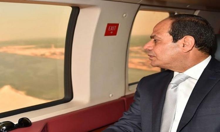 بالصور .. السيسى يتفقد جواً سير الأعمال النهائية فى قناة السويس الجديدة