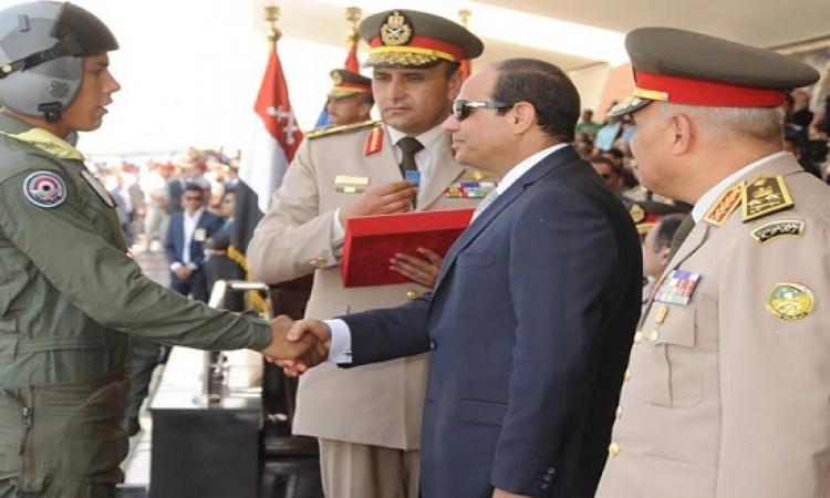 بالصور .. السيسى يشهد حفل تخرج دفعة جديدة من الكلية الجوية بمشاركة طائرات الرافال