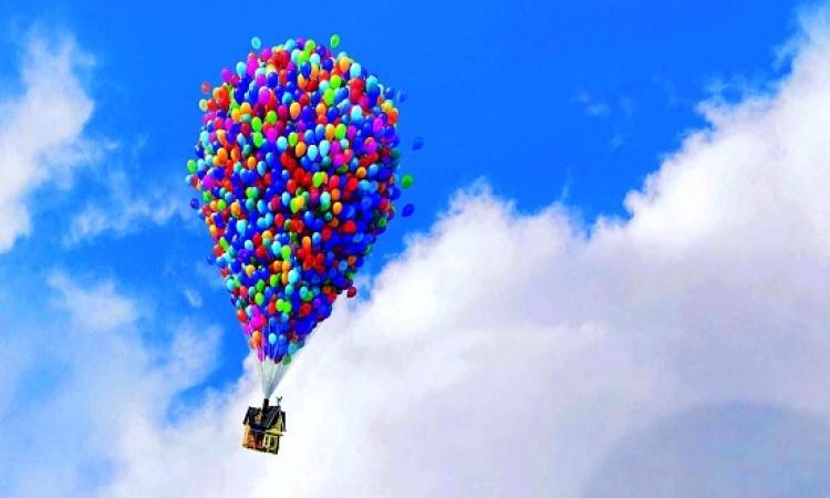 """بالفيديو .. كندى يقلد فيلم """"UP"""" ويطير باستخدام البالونات"""