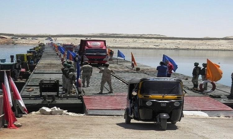 بالصور .. الجيش يبدأ تشغيل أول كوبرى عائم على قناة السويس