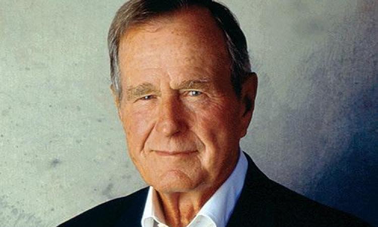 نقل بوش الأب إلى المستشفى إثر إصابته بكسر في العنق