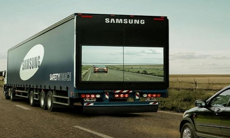 بالصور.. شاحنة سامسونج للحد من حوادث المرور
