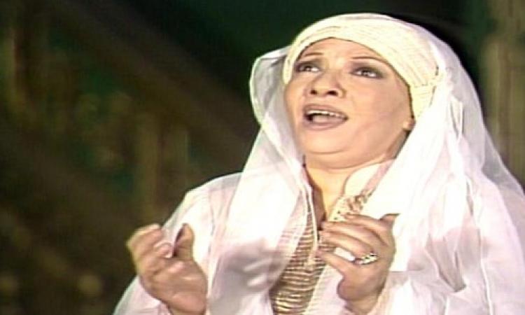 """بالفيديو.. أم البطل حزينة لذهاب رمضان فى """"تم البدر بدرى"""""""