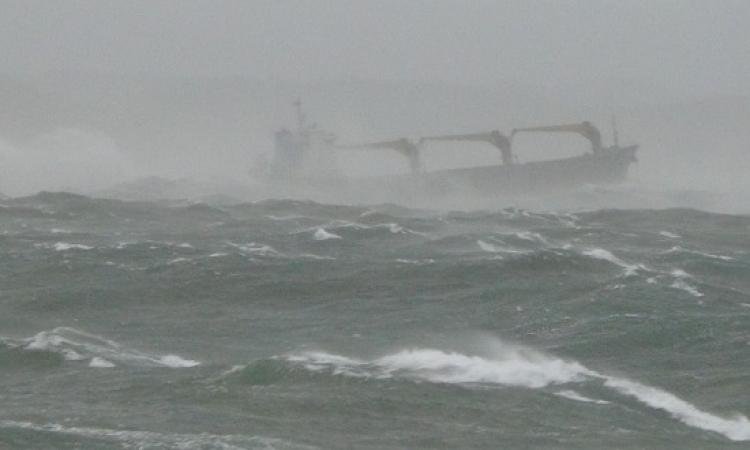 غرق سفينة بضائع فى البحر الأحمر .. وغموض مصير 37 من طاقمها