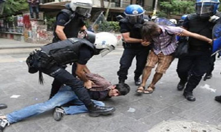 أثناء احتجاجات الأتراك.. تركيا تعتقل صحافيين بريطانيين لهذا السبب!