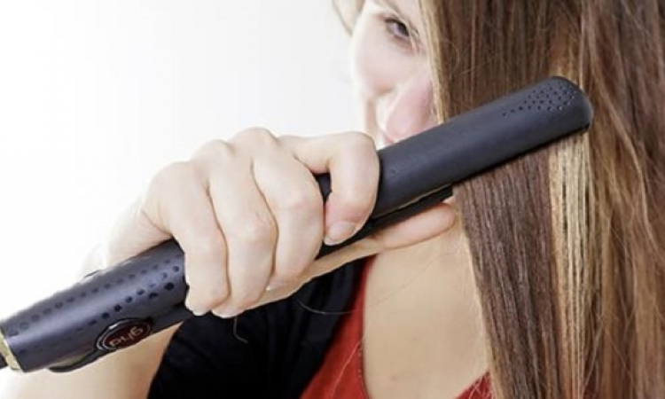 حافظى على شعرك أثناء استخدامك للمكواة بتلك النصائح