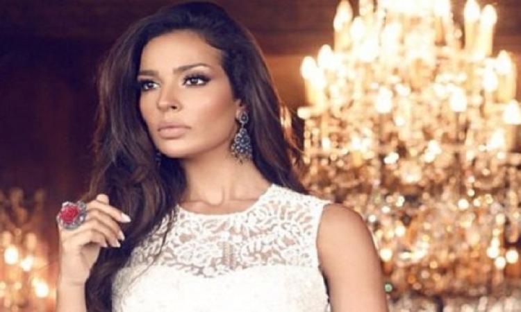 بالصور.. نادين ناجيم أميرة إغريقية فى احدث جلسة تصوير لها