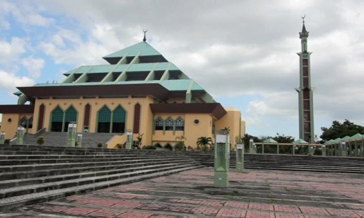 مسجد رايا باتام الاندونيسى .. وجمال المعمار الاسلامى