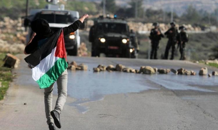 قانون إسرائيلي لسجن راشقى الحجارة 20 عاماً