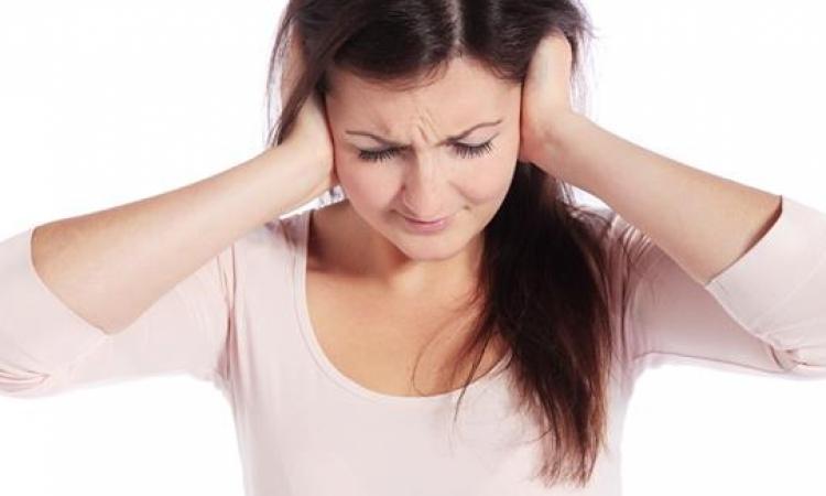 ما هى  أسباب وأعراض وجع الأذنين الشديد ؟!
