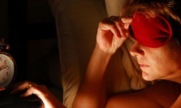 7 أسباب تجعلك تستيقظ من النوم متعبا