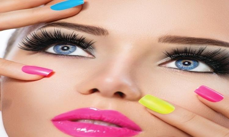 أظهرى سحر عينيك مع عدساتك الملونة