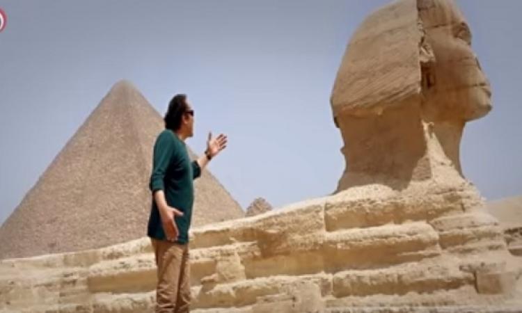 """بالفيديو .. الحجار يغنى """"انا المصرى """"من فوق الهرم لقناة السويس"""