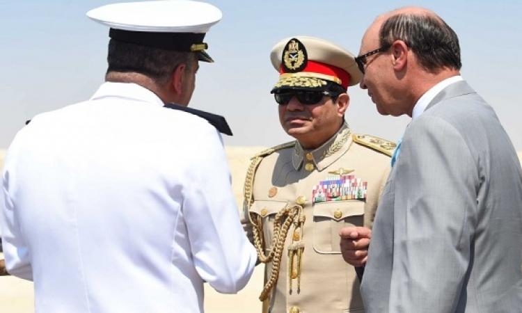 السيسى .. رئيس منتخب .. بالبدلة العسكرية .. على يخت ملكى