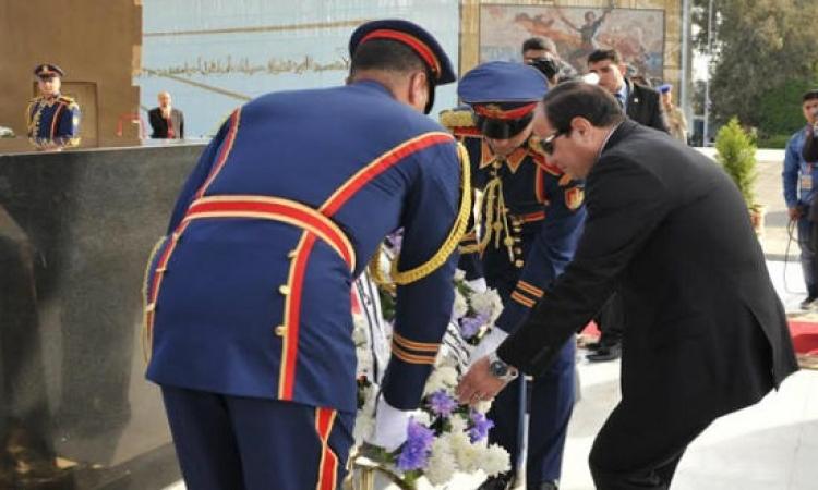 السيسى يضع إكليل الزهور على قبر الجندى المجهول فى ذكرى تحرير سيناء