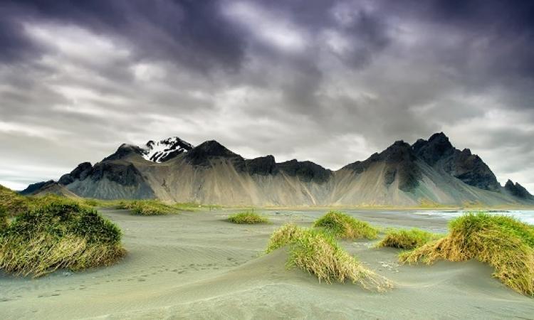 تانى .. ايسلندا الجميلة ارض الثلج والنار .. بس المرة دى من فوق !!