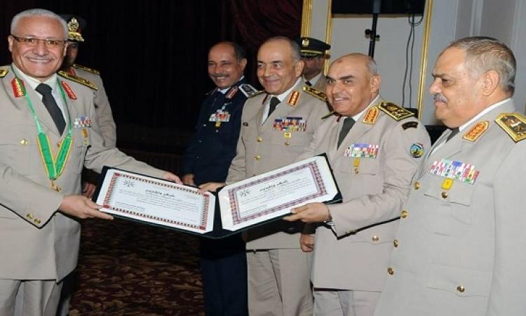بالصور .. تكريم وزير الدفاع لقادة القوات المسلحة المحالين للتقاعد