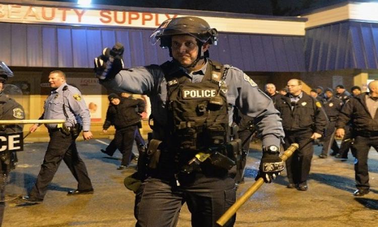 عنصرية لا تنتهى بأمريكا .. شرطى يقتل طالب أسود لتحطيمه واجهة محل