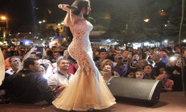 ليال عبود تتألق فى مهرجان حراجل بلبنان .. وكمان خدت سيلفى !!