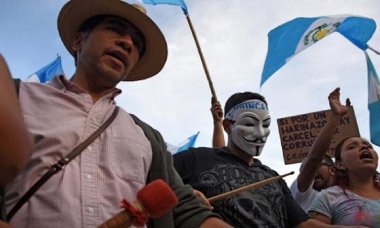 الآلاف يواصلون التظاهر فى الساحة الرئيسة بعاصمة جواتيمالا