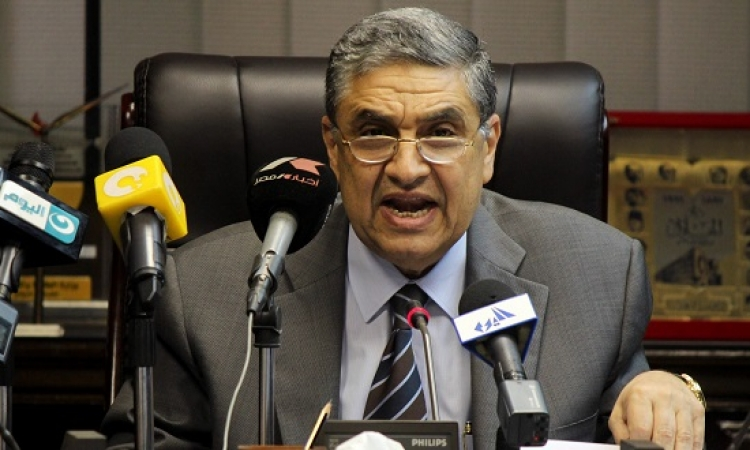 وزير الكهرباء يكشف أسباب انقطاعها اليوم.. ويصف عودتها السريعة بالإنجاز!!