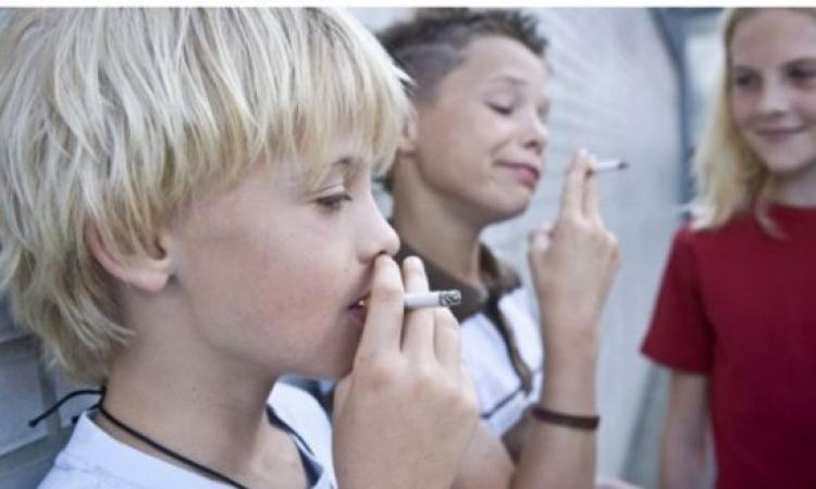 خمس المحال التجارية فى إنجلترا تبيع السجائر للأطفال